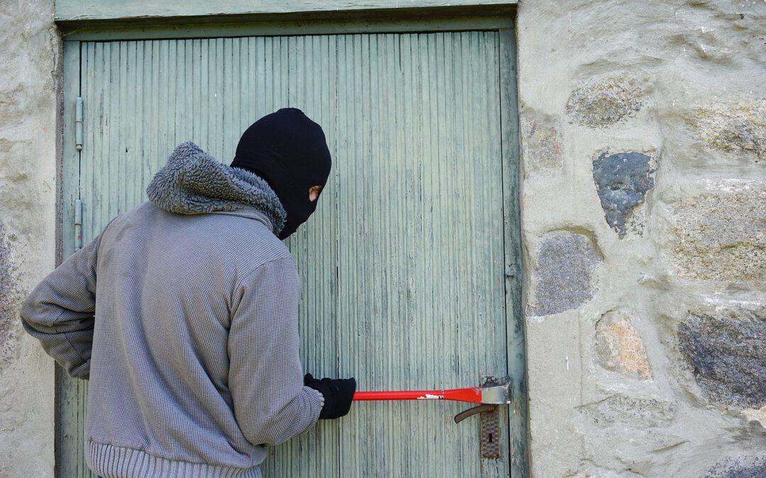 Ubezpieczenie przed kradzieżą, bezpieczne mieszkanie i bezpieczeństwo domowników